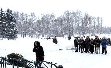Торжественная траурная церемония наПискаревском мемориальном кладбище вДень 75-й годовщины полного освобождения Ленинграда отфашистской блокады