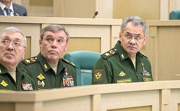 Начальник Генштаба ВС РФ В. Герасимов иМинистр обороны С. Шойгу