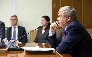 Ю. Неелов провел заседание Комитета поэкономической политике