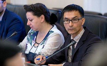 «Круглый стол» натему «Защита прав изаконных интересов работников образовательных организаций вусловиях внедрения эффективных контрактов»