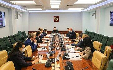 Заседание Экспертного совета поздравоохранению при Комитете СФ посоциальной политике натему «Нормативно-правовые иорганизационные инициативы поснижению смертности отхронических сердечно-сосудистых заболеваний»