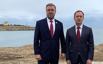 К. Косачев выступил нацеремонии открытия закладного камня наместе установки памятника, посвященного окончанию Гражданской войны