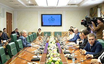 Встреча Андрея Климова смеждународными экспертами, прибывшими вМоскву вкачестве иностранных обозревателей всвязи спроведением Единого дня голосования