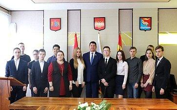 Виктор Смирнов встретился спредставителями молодежной администрации Фурмановского муниципального района