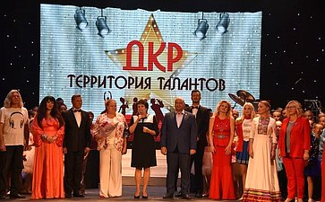 Екатерина Алтабаева вручила благодарности Председателя СФ севастопольскому коллективу ДКР