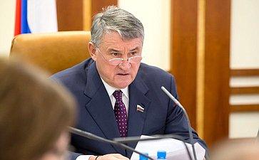 Ю.Воробьев провел совещание повопросу реализации постановления СФ омерах попротиводействию нелегальной миграции