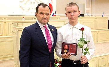 Юрий Федоров вручил награды детям Удмуртии, совершившим героические поступки