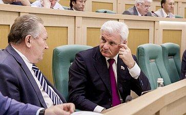 Николай Максюта и Владимир Плотников на 358 заседании Совета Федерации