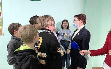 Татьяна Кусайко посетила среднюю школу вгороде Апатиты