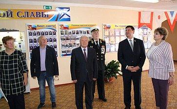 Виктор Смирнов вДень знаний посетил школу №1г. Кинешмы ипринял участие воткрытии зала кадетской славы