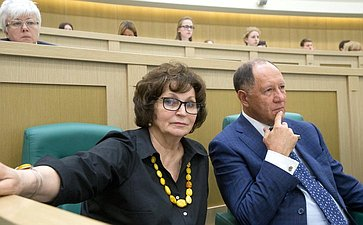 Е. Лахова иВ. Абрамов