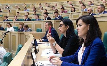 Пленарное заседание Палаты молодых законодателей