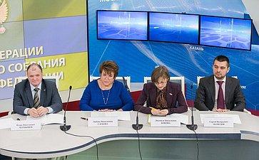 Встреча членов Совета Федерации состаршеклассниками московских школ