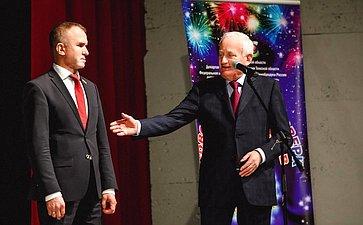 Сенаторы Владимир Кравченко иВиктор Кресс вручили награды юным томичам, совершившим мужественные игероические поступки