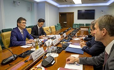 Встреча Владимира Джабарова сполномочным Министром Посольства Японии вРоссии Исидзэ Мотоюки