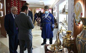 Валентина Матвиенко иСергей Меликов посетили выставку, посвященную 100-летию Республики Дагестан