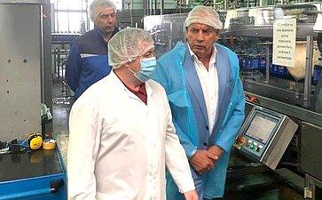 Сенатор Сергей Митин посетил два крупнейших вНовосибирской области предприятия попроизводству упакованной питьевой воды