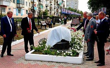Сенатор С.Жиряков принял участие воткрытии мемориальной доски, посвященной бывшему советскому министру Е.Славскому