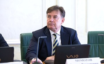 Виктор Момотов