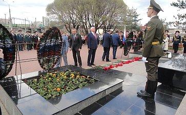 Н.Тихомиров принял участие вторжественной церемонии возложения цветов кМемориалу «Вечный огонь Славы»