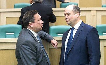 Сенаторы перед началом 434-го заседания Совета Федерации