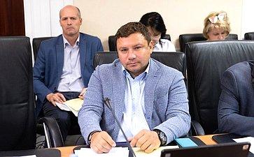 Парламентские слушания натему «Формирование благоприятного предпринимательского климата встроительной отрасли»