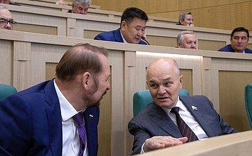 С. Белоусов иМ. Щетинин