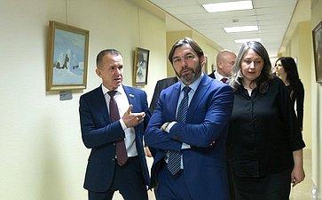 В. Кравченко открыл выставку томских художников вСовете Федерации