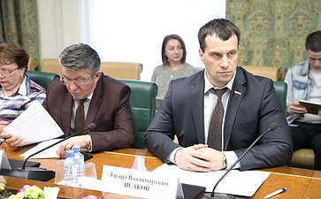 Э. Исаков