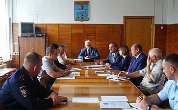 А. Александров встретился сруководителями муниципальных администраций вСухиничах