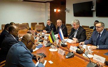 Встреча В. Бондарева спослом Республики Мозамбик