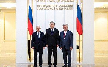 Встреча И.Умаханова сЧрезвычайным иПолномочным Послом Республики Казахстан вРФ Ермеком Кошербаевым