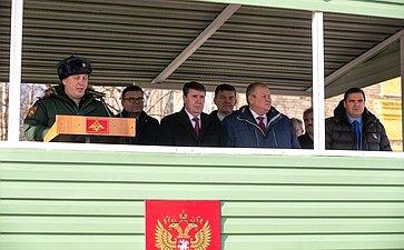 Встреча воинов гвардейского самоходного артиллерийского Симферопольского Краснознамённого орденов Суворова, Кутузова иАлександра Невского полка сделегацией крымских шефов