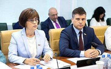 Е. Попова иЮ. Архаров