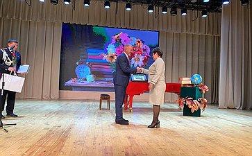 Сергей Горняков поздравил педагогов Волгоградской области сДнем учителя