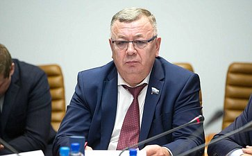 В. Николаев провел совещание, посвященное проблемам плодородия почв