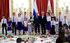 В.Матвиенко приняла участие всостоявшемся вКремле мероприятии послучаю Международного дня защиты детей