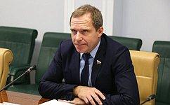 А. Кутепов провел совещание посовершенствованию законодательства огосзакупках товаров, работ, услуг