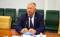 В. Николаев: Важно поддержать тех, кто ежедневно заботится оздоровье людей
