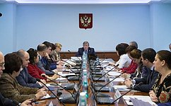 Назаседании Комитета СФ посоциальной политике обсуждались дополнительные меры господдержки семей сдетьми, атакже развитие туризма вЛенинградской области