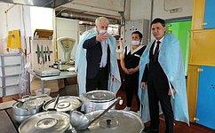 И. Зубарев проконтролировал организацию горячего питания вшколах Беломорска