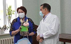 Е. Перминова передала сладкие подарки для детей врачей имедсестер работающих в«красной зоне» Курганской областной инфекционной больницы