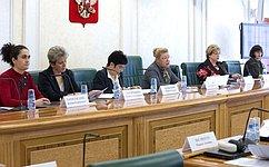 Нужна модель родительско-детских отношений, объединяющая российские традиции исовременные реалии– Е.Мизулина