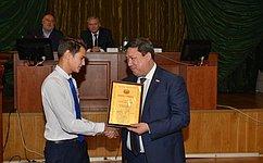 В. Полетаев вручил награды детям-героям изРеспублики Алтай