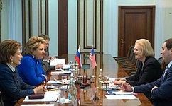 В.Матвиенко провела встречу сПрезидентом Национального фонда мира С.Хардер