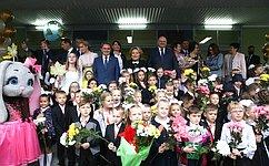 В. Матвиенко совместно сО.Мельниченко вДень знаний посетила лицей номер 14 города Пензы
