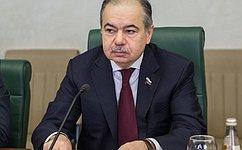 И. Умаханов провел вмахачкалинской школе урок «20 лет Конституции РФ»