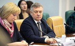 С. Михайлов: Важно оснащать современным оборудованием нетолько строящиеся школы, ноисуществующие