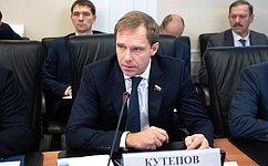 А.Кутепов: Развитие региональной сети аэропортов иобеспечение перевозок отечественными воздушными судами– одна изважных задач