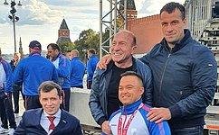 Э. Исаков принял участие вчествовании паралимпийской сборной команды России наКрасной площади